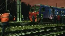 Отвалившаяся деталь другого поезда стала причиной схода вагонов электрички вМоскве