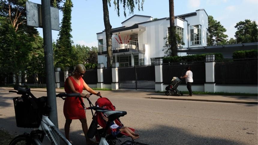Отскромных домиков доособняков: стало известно, как выглядят особняки российских знаменитостей вЮрмале— видео