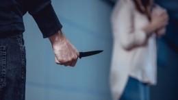 Неизвестный воткнул нож вшею идущей наработу москвичке