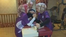 «Железные» невесты: Женская команда готовится ксоревнованиям поармреслингу