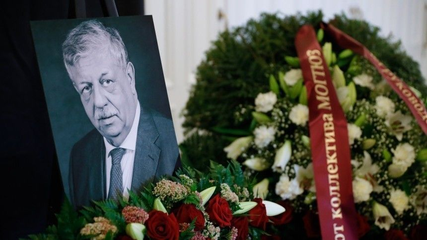 Сын ведущего «Русского лото» Борисова нестал переносить свадьбу из-за смерти отца