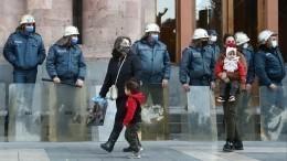 Здание правительства Армении оцеплено полицией— видео