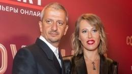 «Горжусь»: Собчак романтично поздравила Богомолова сполучением «Золотой маски»