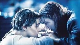 Изображавшие сцену из«Титаника» жених иневеста утонули вреке