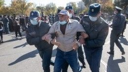 Митинг оппозиции проходит вЕреване, начались задержания— видео