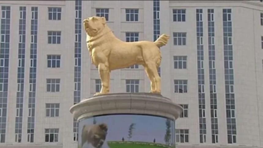 Национальный герой: ВТуркмении поставили золотой памятник собаке породы алабай
