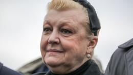 «Превратилась вприслугу»: Дрожжина обвинила влицемерии вдову Баталова