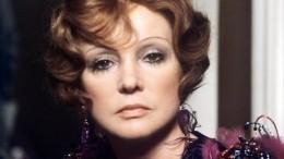 Киркоров усыпал могилу Гурченко цветами вдень 85-летия актрисы