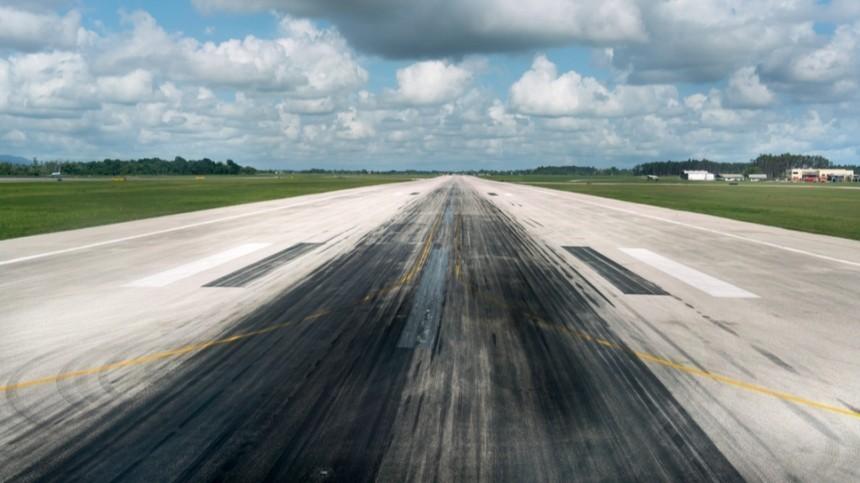 «Нехватило тяги»: Подробности инцидента свыкатившимся запределы ВПП самолетом вНовосибирске