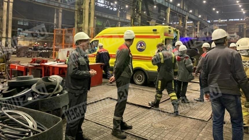 Рабочего придавило трехтонным цилиндром наКировском заводе вПетербурге