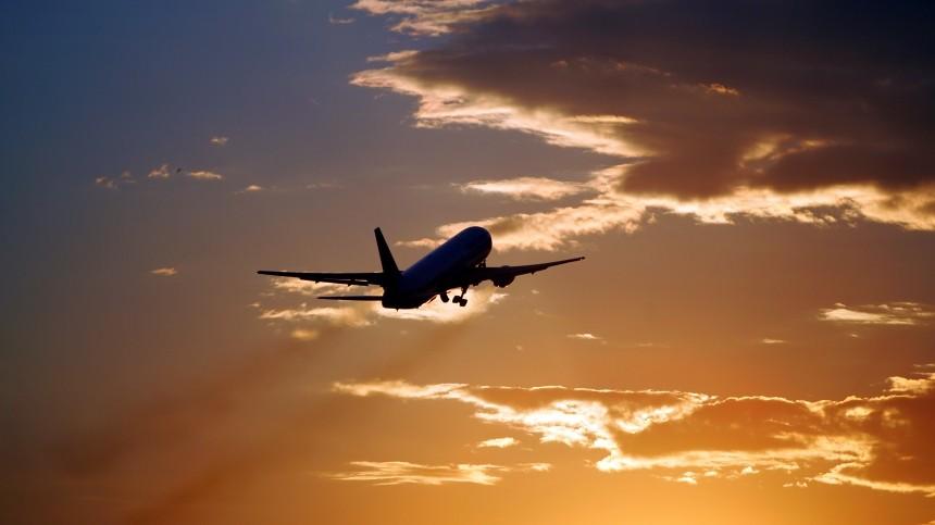 Самолет сроссийскими детьми вылетел изСирии
