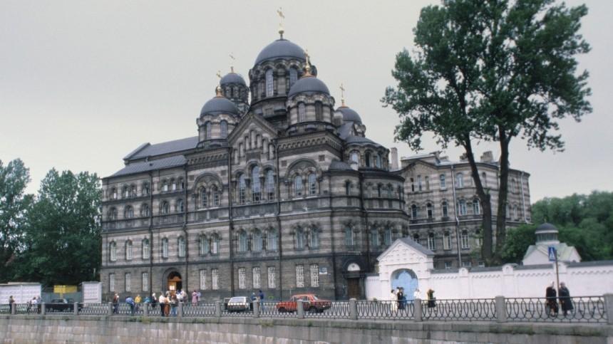 Горит склад сиконами натерритории Свято-Ивановского женского монастыря