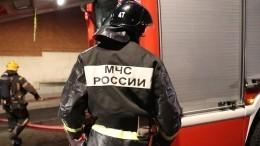 Общежитие полыхает наюго-западе Москвы, люди просят опомощи