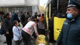 Автобусы сбеженцами прибыли вСтепанакерт— эксклюзивные кадры