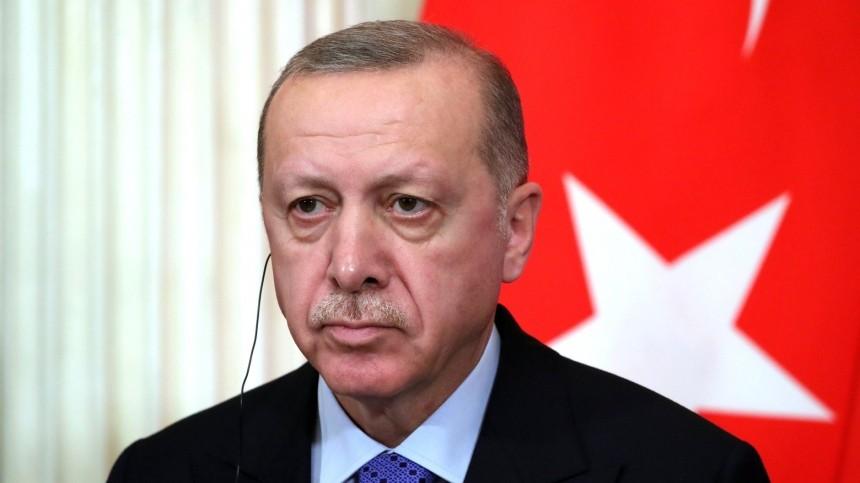 Эрдоган объявил орешении отправить военных вНагорный Карабах