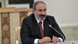 Пашинян игнорирует протесты иувольняет ключевых чиновников