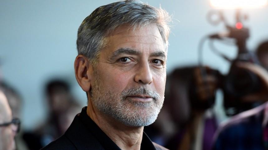 Джордж Клуни подарил помиллиону долларов 14 своим друзьям