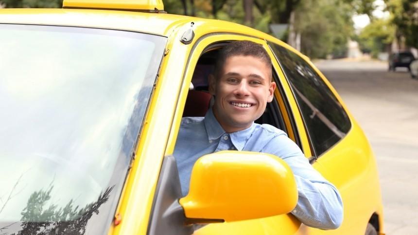 Заммэра Москвы потранспорту предложил поднять зарплаты таксистам