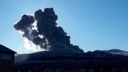 Черный снег: вулкан Эбеко засыпал пеплом Северо-Курильск