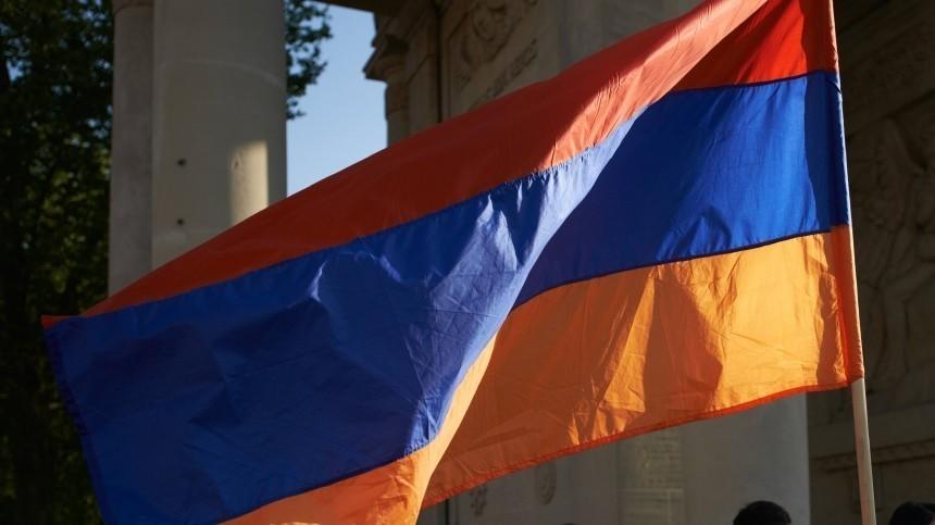 Президент Армении назначил новых глав Минобороны, Минтруда иМЧС