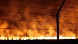 Сотрудник ФСИН чуть несгорел вмощном пожаре вколонии Барнаула— видео