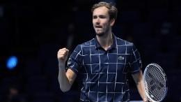 «Настоящее чудо»: Как победу теннисиста Медведева натурнире АТР оценили коллеги
