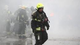 ВПетербурге загорелся гаражный комплекс— видео