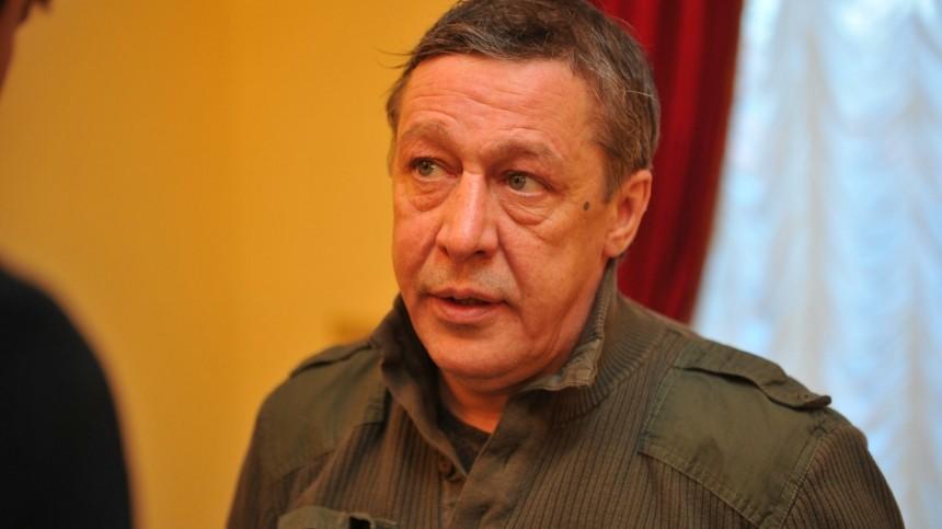 Кто помог Михаилу Ефремову расплатиться спотерпевшими? —рассказал адвокат