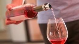 Подойдут кзастолью: Названы лучшие белые икрасные российские вина