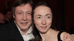 «Ложь»: жена Ефремова опровергла слухи оразводе смужем