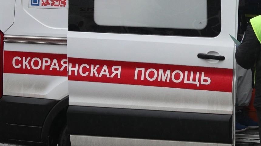 Автомобиль вЧелябинске влетел вожидавших транспорт наостановке людей