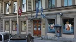 Иномарка сбила школьницу напереходе уконсульства Швейцарии вПетербурге