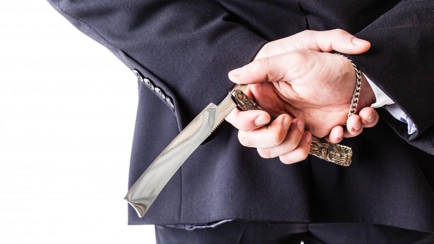 ВМФЦ московского Марьино мужчина изрезал себя лезвием наглазах упосетителей
