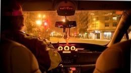 Видео: таксист переехал ногу возмущенной обслуживанием пассажирке