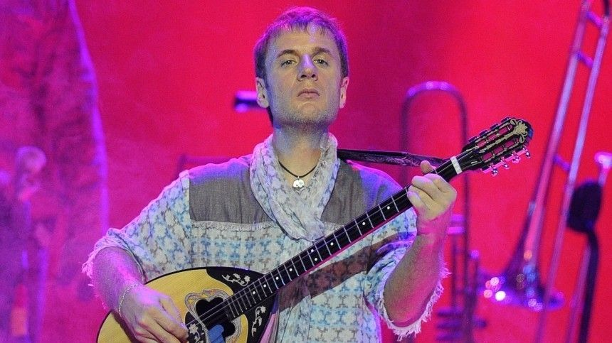 «Пусть сам ееносит»: Музыкант Дидюля требует отбывшей жены вернуть деньги зашубу