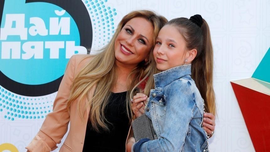 Пиар-директор Юлии Началовой рассказала, кто сейчас воспитывает дочь певицы