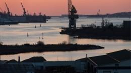 Разлив нефтепродуктов произошел вбухте Севастополя