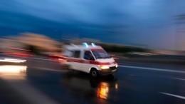 Легковушку после ДТП закрутило ивынесло натротуар вПетербурге— видео