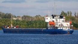 Движение наВолго-Каспийском канале остановил севший намель теплоход
