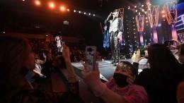 Концерт «Песня года» вМоскве прошел без масок идистанции