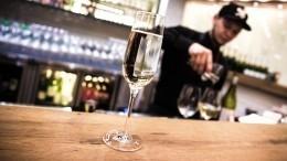 СКвозбудил уголовные дела из-за работы баров вночное время вПетербурге