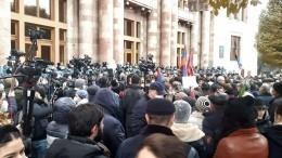 Задержания участников митинга начались уздания правительства Армении