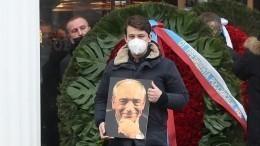 Эксклюзивное видео спохорон Валентина Гафта наТроекуровском кладбище