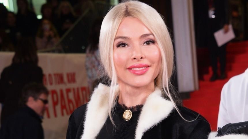 Муж Алены Кравец пустил вдом свою внебрачную дочь ибывшую возлюбленную