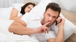 «Палец лжеца»: как распознать порукам склонность мужчины кизменам?