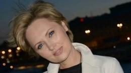 Елена Ксенофонтова впандемию стала заниматься украшением елок вдомах звезд