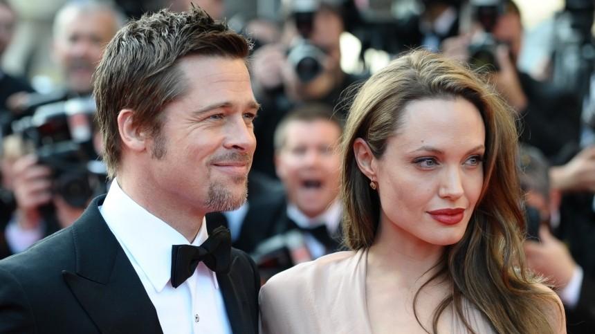 Анджелина Джоли соблазнила Питта, снявшись сним обнаженной
