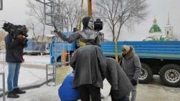 Простоял три дня: памятник Аленке вНоворонеже демонтировали— видео