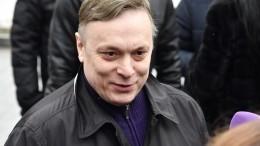 Предприимчивый Андрей Разин решил приобрести скандальный памятник Аленке