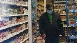 Безмасочнику проломили череп вмагазине вПетербурге— видео